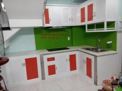Tủ bếp nhôm kính- Mẫu vân gỗ cao cấp sơn tĩnh điện đẹp giá rẻ tphcm