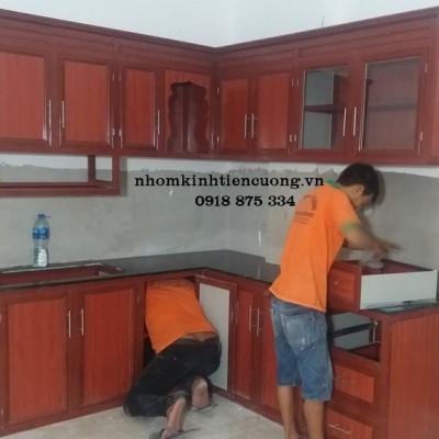 Mẫu tủ bếp nhôm kính ĐẸP giả gỗ TpHCM sản phẩm MỚI chất lượng